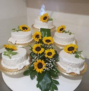 svadbena_torta_na_stalku_sa_zutim_gerberima_najsladja_kuca_marina