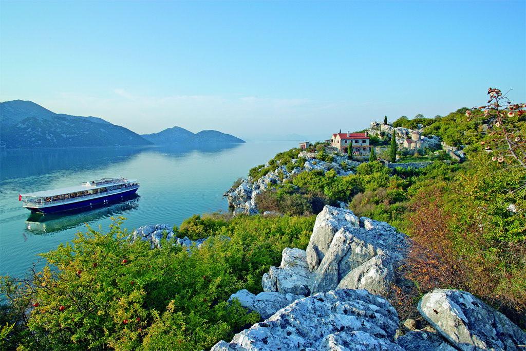 Brod restoran Plavnica na Skadarskom jezeru