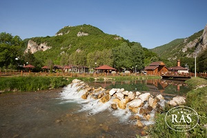 turisticko_naselje_ras_na_uscu_sebecevske_reke