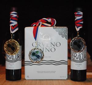 zlatne_medalje_za_kvalitet_za_vino_raj_plot_i_raj_game_vinarije_raj